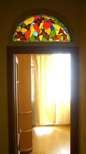 vitražna nadsvetloba nad vrati