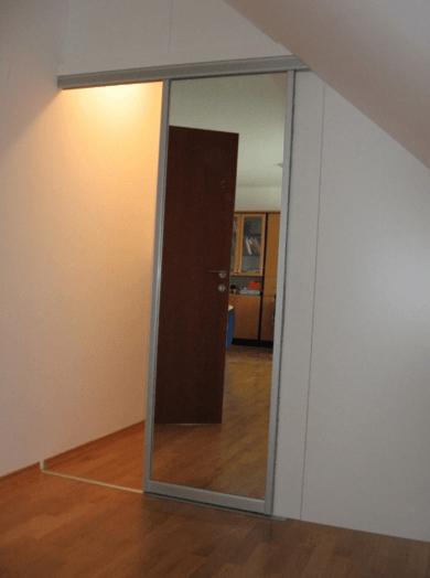 drsna vrata z ogledalom