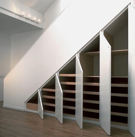 garderobni prostor pohištvo pod stopnicami