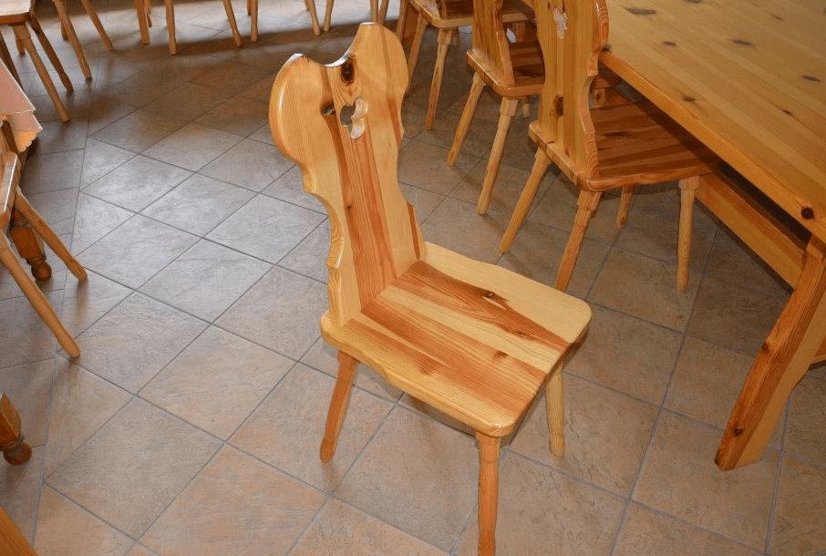 klasični jedilniški stol