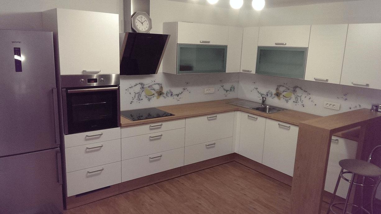 moderna kotna kuhinja po naročilu