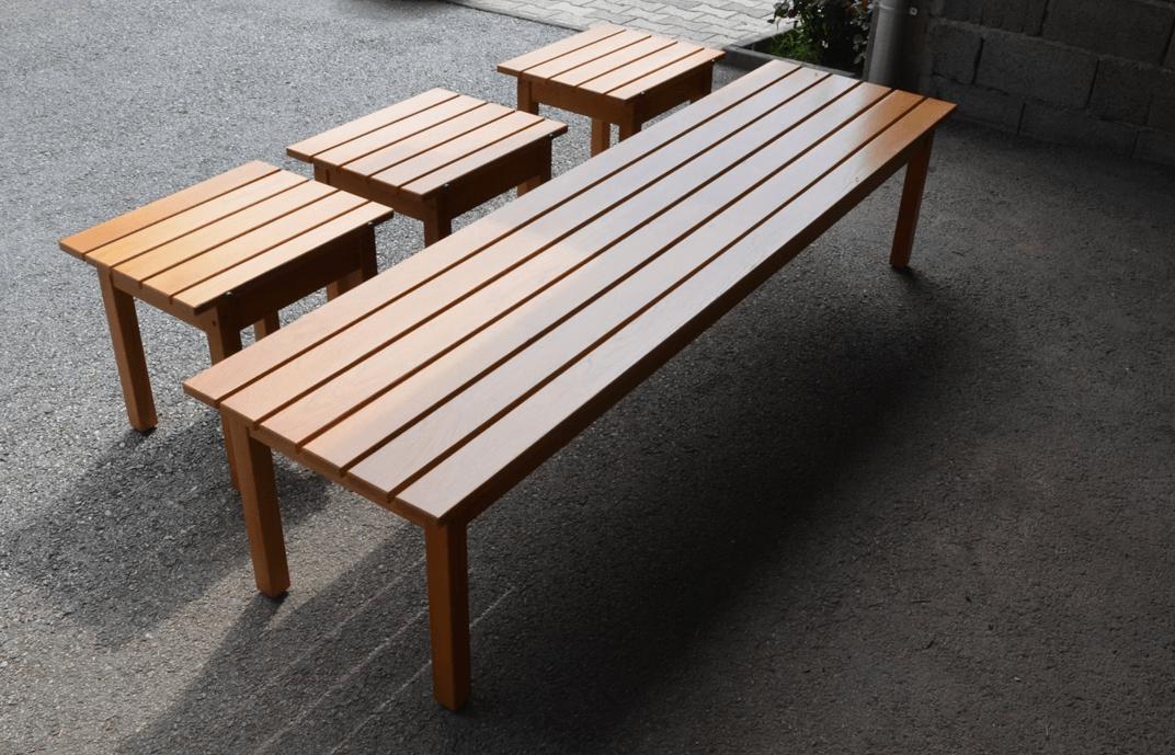 moderne vrtne mize in klopi iz masivnega lesa
