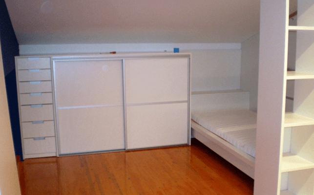 nižja otroška omara z drsnimi vrati