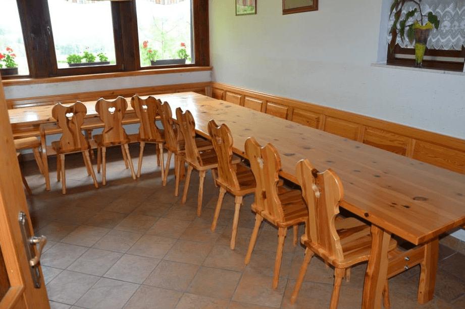 velika masivna jedilniška miza