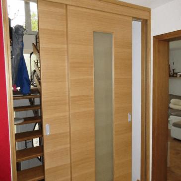 Vrata na stopnicah – prihaja zima, z njo pa tudi skrb za zmanjšanje stroškov ogrevanja