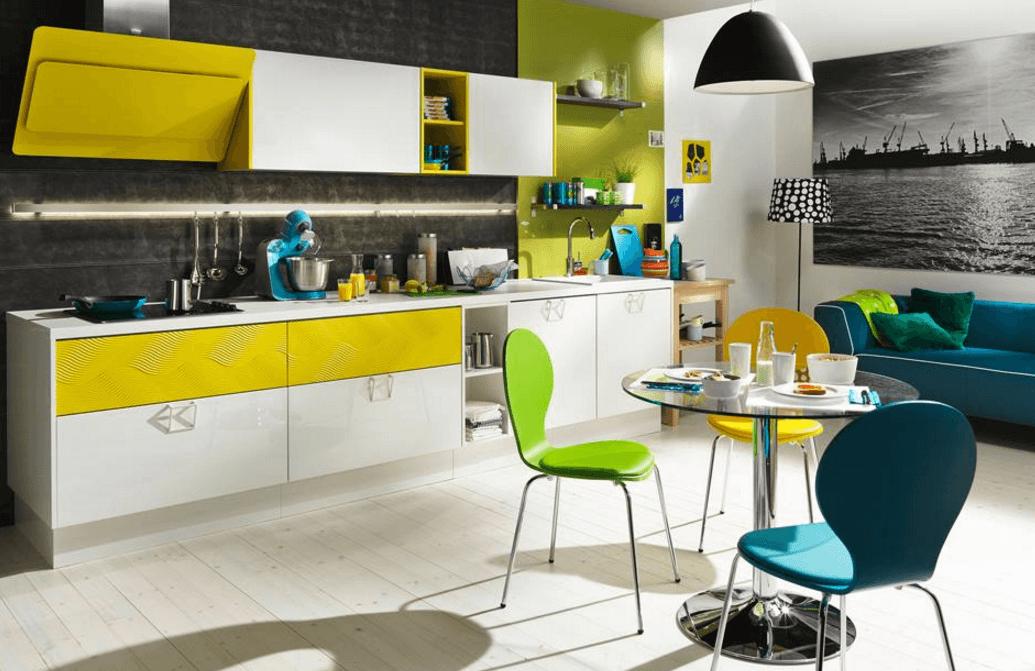 enovrstna moderna barvna kuhinja