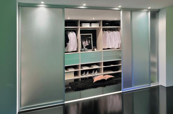 garderobna omara matirano steklo