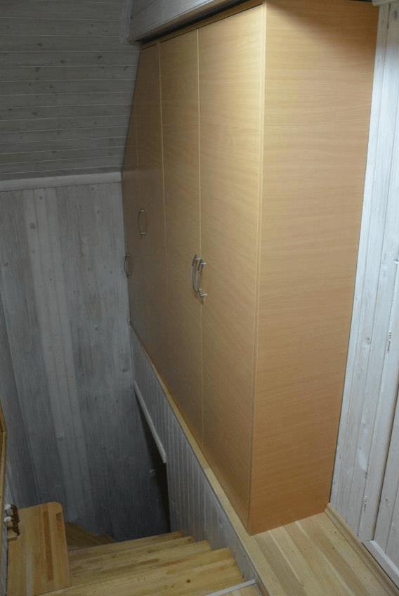 garderobna omara stopnice