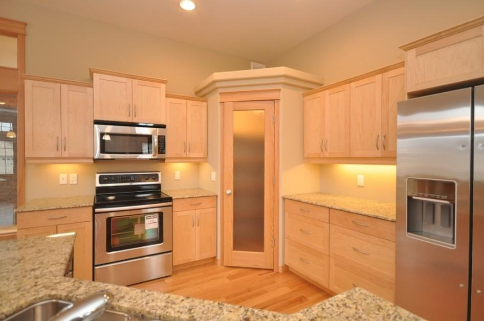 Tudi hrastov parket odlično paše v kuhinj. (vir: www.storymarklife.co)