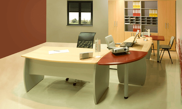 kotno pisarniško pohištvo