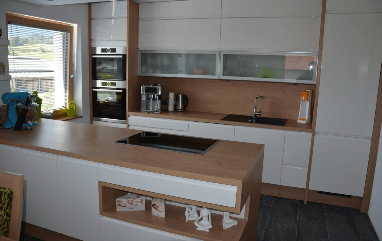 moderna dvovrstna kuhinja