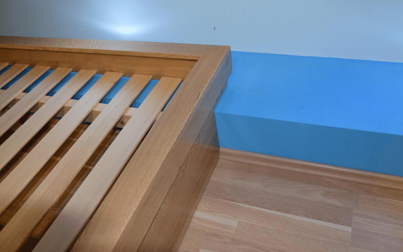 prilagoditev posteljnega okvirja zidnemu zobu