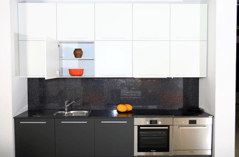 kuhinja po meri med dvema zidoma
