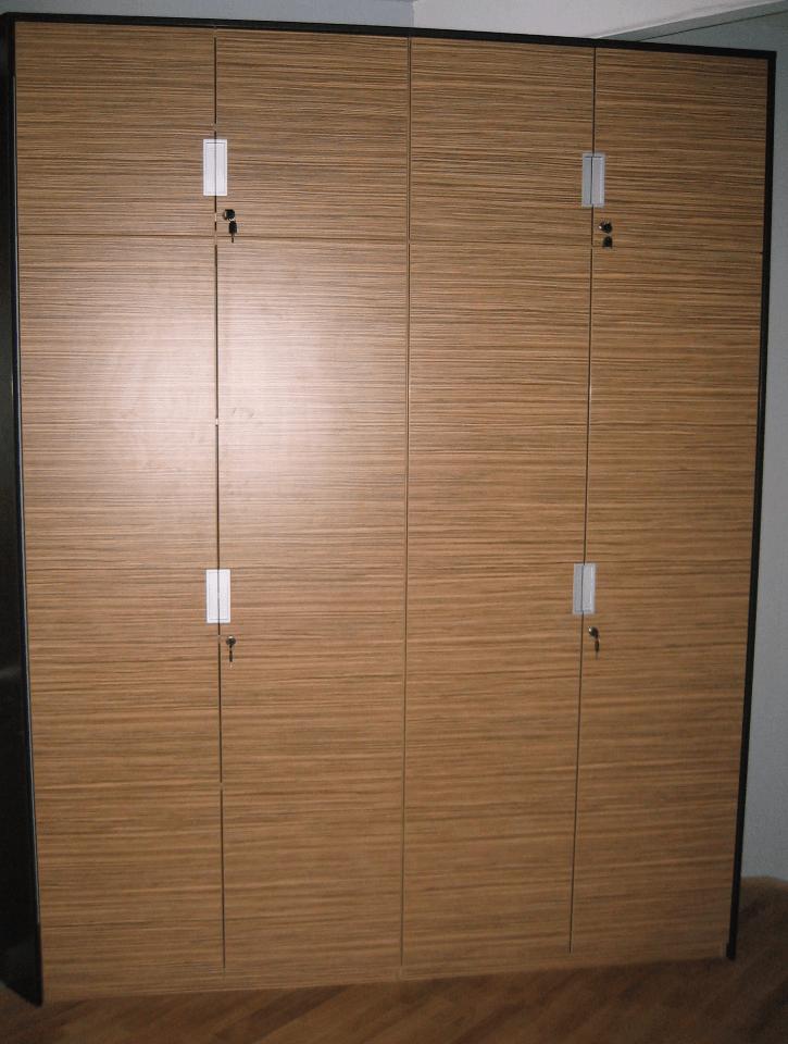 pisarniška omara na zaklepanje