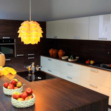 Dvovrstne kuhinje – 6 primerov modernih kuhinj v dveh vrstah