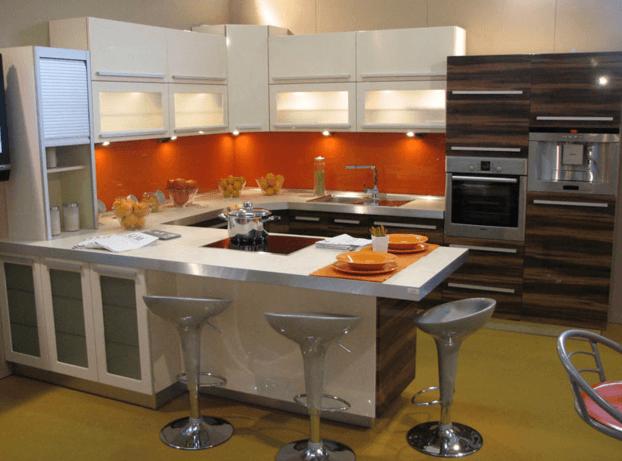 moderna postavitev kuhinje v U