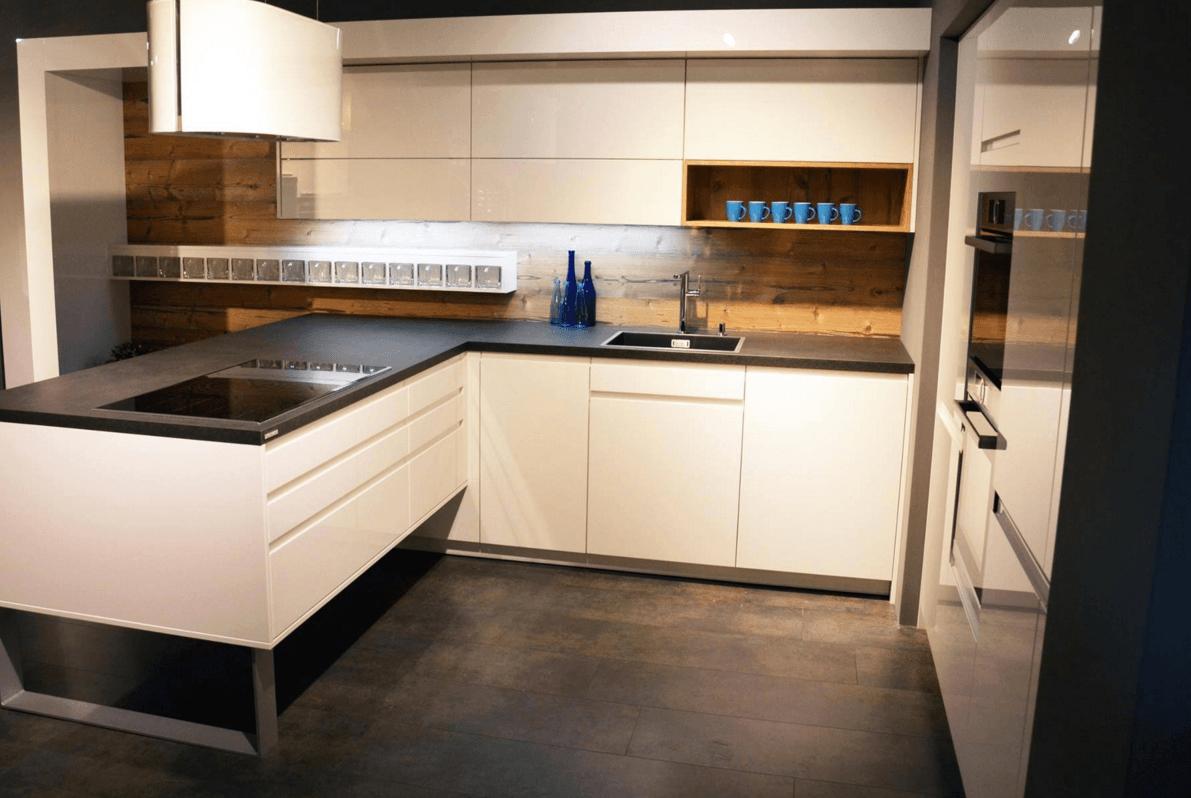 moderna vgradna kuhinja po meri