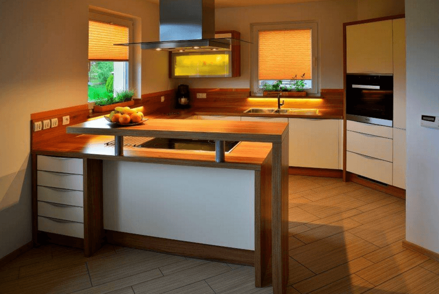 kuhinja s šankom v hiši