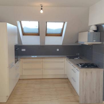 Kuhinja v podstrešnem stanovanju