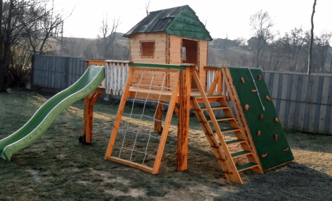 pogled na leseno hiško