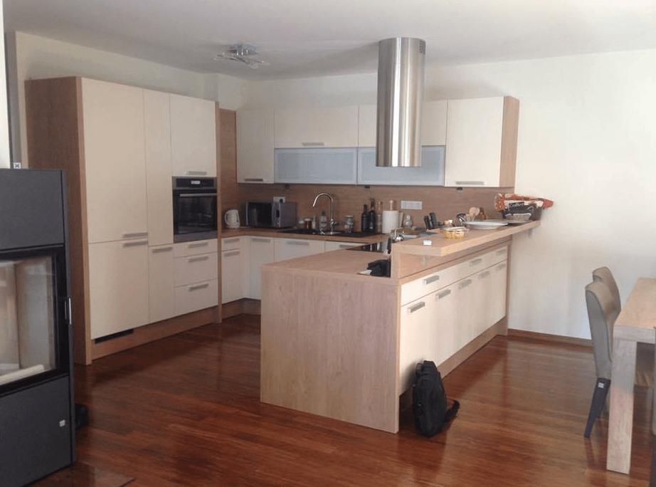 odprta kuhinja v u