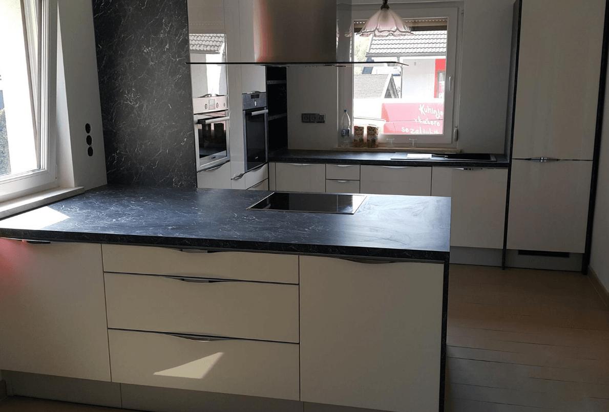 črno bele kuhinje visoki sijaj