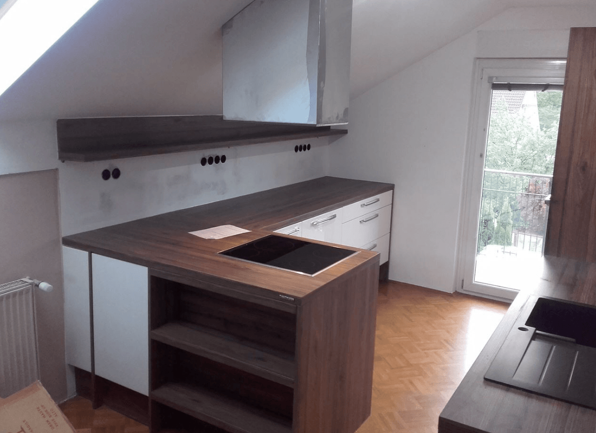 nova kuhinja v mansardi