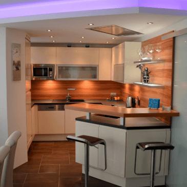 Primer opremljanja moderne, majhne kuhinje