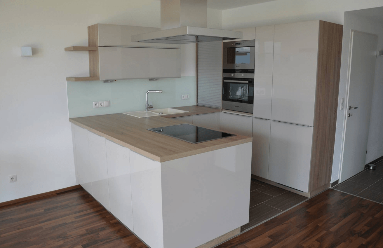 manjša kuhinja v dnevnem prostoru