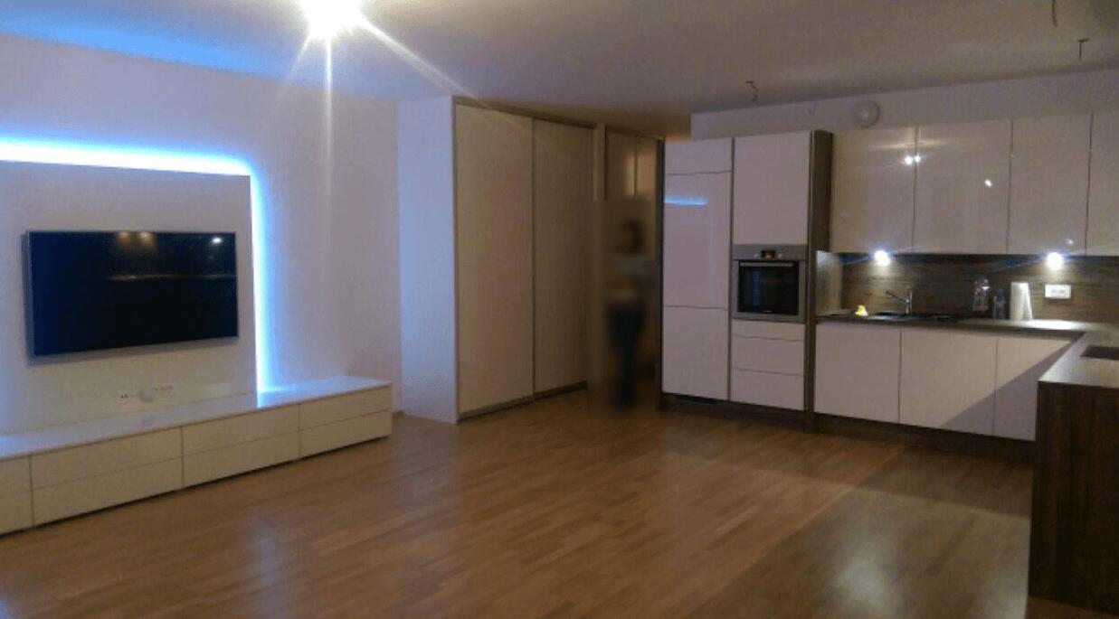 moderna kuhinja in dnevna soba