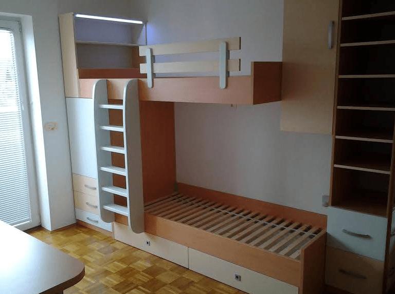 nadstropna postelja