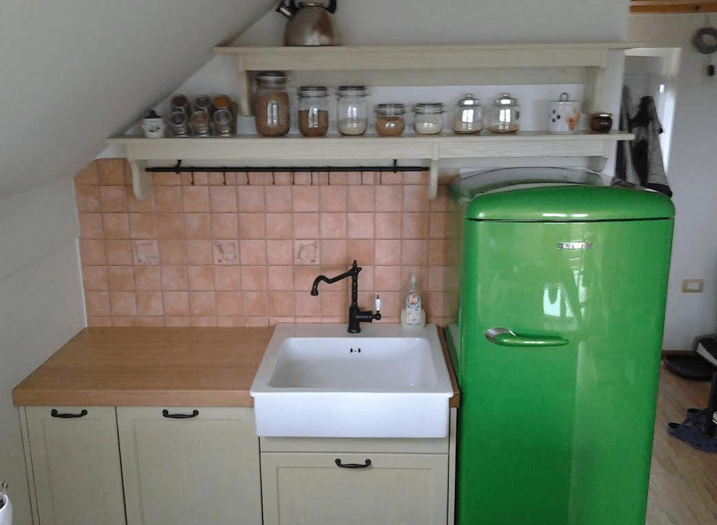 rustikalna-majhna-kuhinja