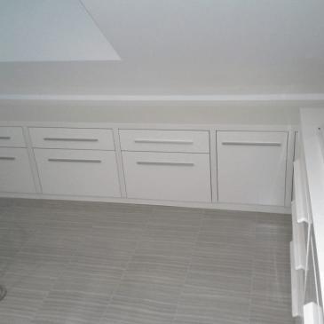 Izdelava pohištva za kopalnico v mansardi