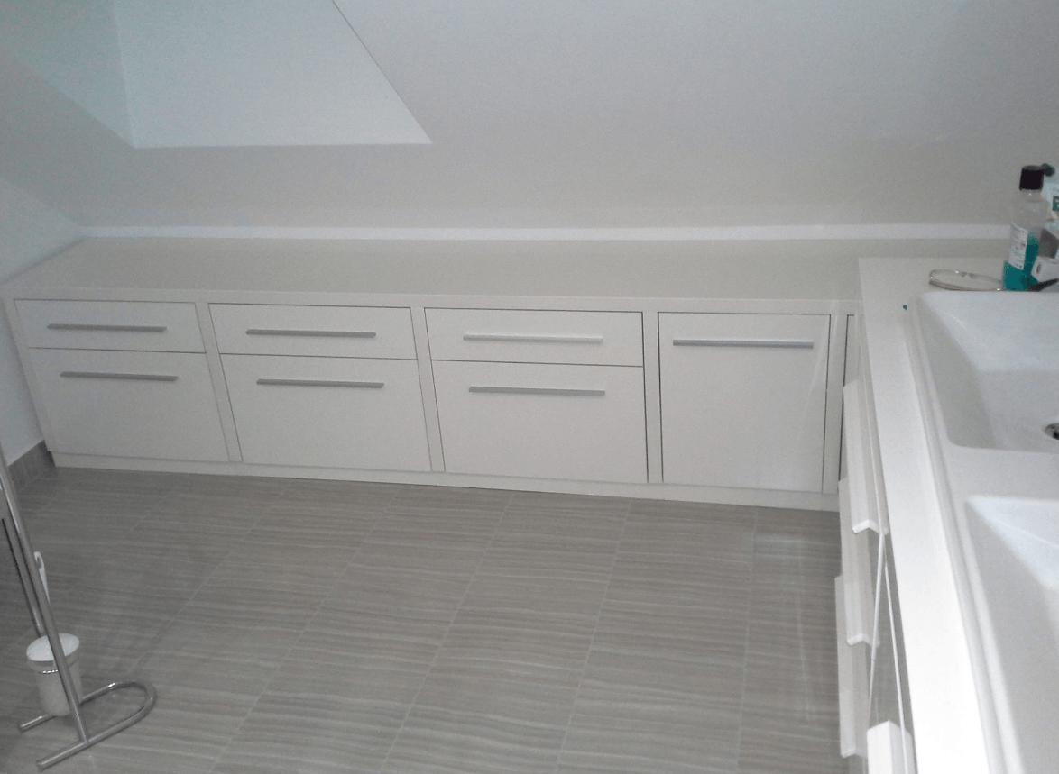 kopalnica-v-mansardi-pohistvo