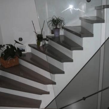 Lesene stopnice v različnih prostorskih situacijah