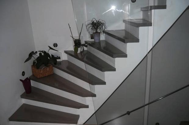 lesene-stopnice-barvan-hrast