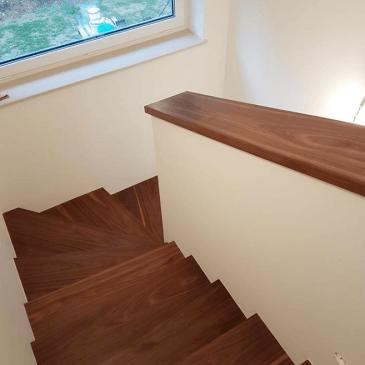 Izdelava notranjih stopnic iz oreha