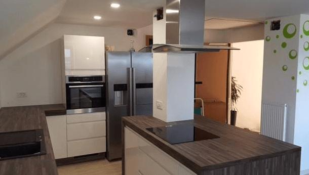 ameriski-hladilnik-mansardna-kuhinja
