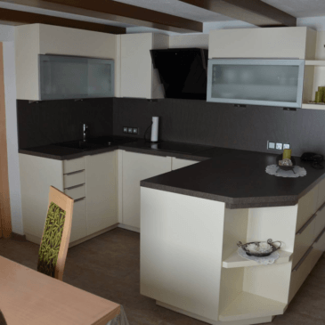 Primeri različnih razporeditev kuhinjskih aparatov za različne kuhinje