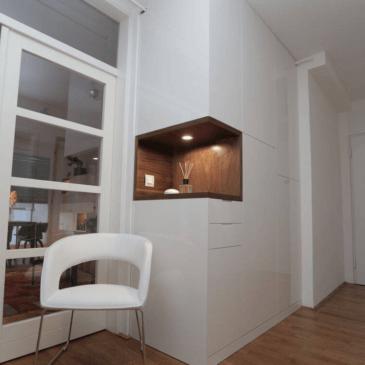 Fantastična, moderna vgradna omara na hodniku