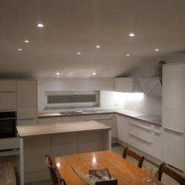 Izdelava kuhinje za mansardo, v kateri se nahaja kuhinja in jedilnica hkrati