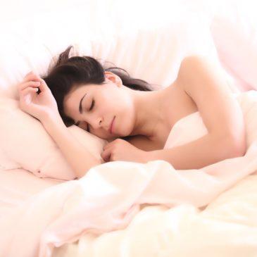 Nasveti za boljše spanje in kako vam ureditev spalnice pri tem pomaga
