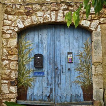 Kako urediti vhod v hišo in povečati energijo v vašem domu