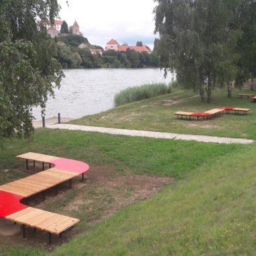 Moderno zasnovane in izdelane parkovne klopi (Gozdna plaža Ptuj)