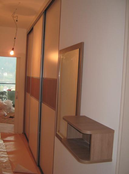 Pohištvo za ozke in dolge hodnike